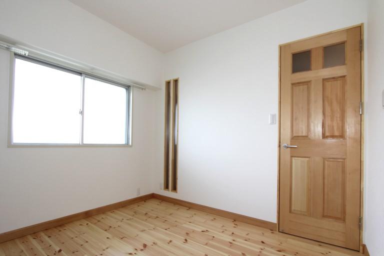 洋室 木のデザイン 採光窓