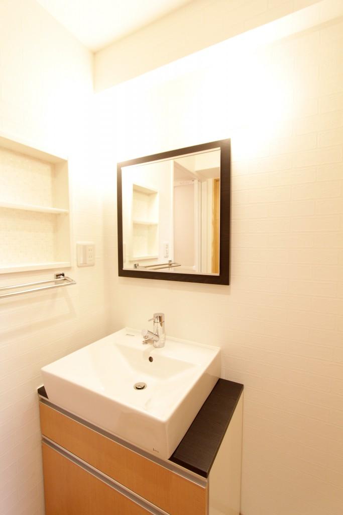 明るくて清潔な洗面台 パウダールーム