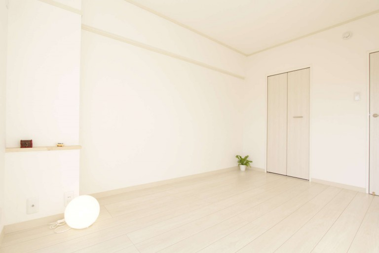 明るい南側の洋室