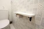 トイレにスマホが置ける台が付いています